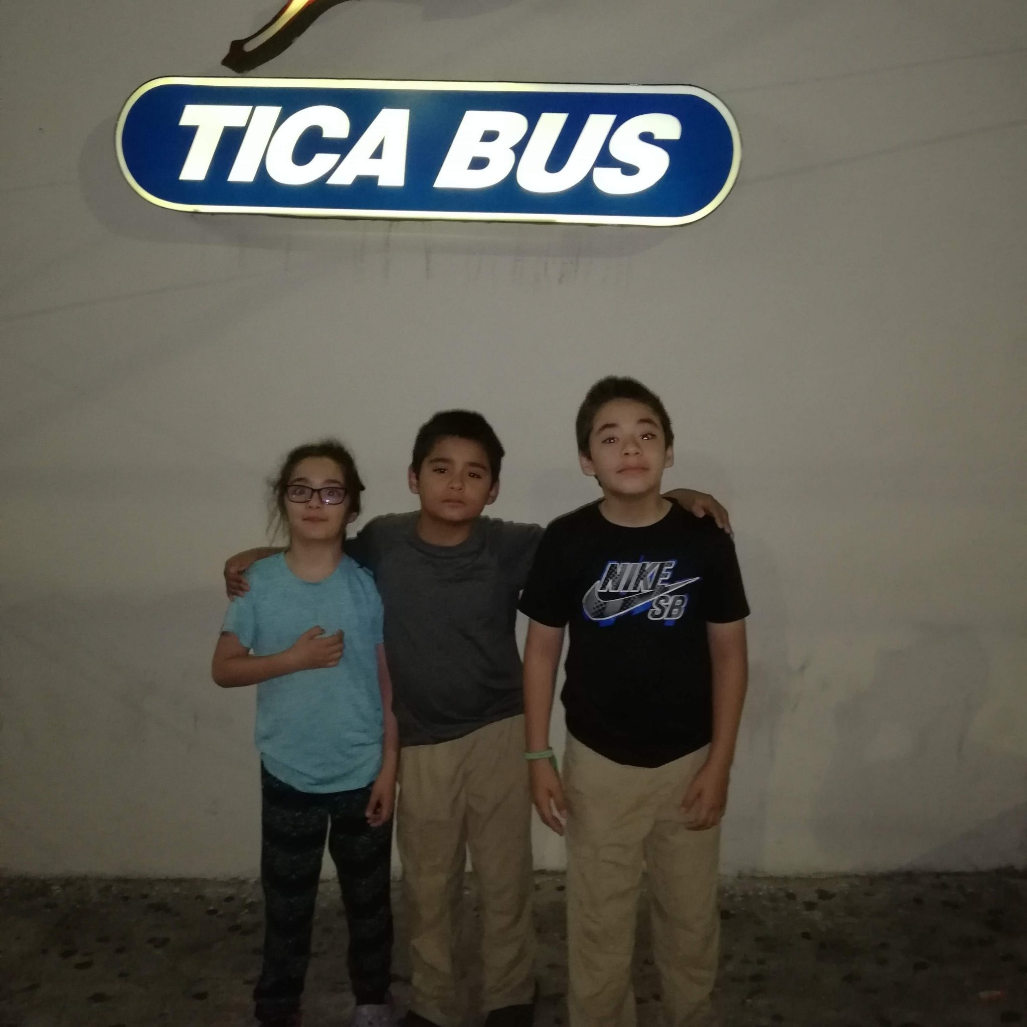 Daniela, Mateo and Marco waiting for the night Tica Bus