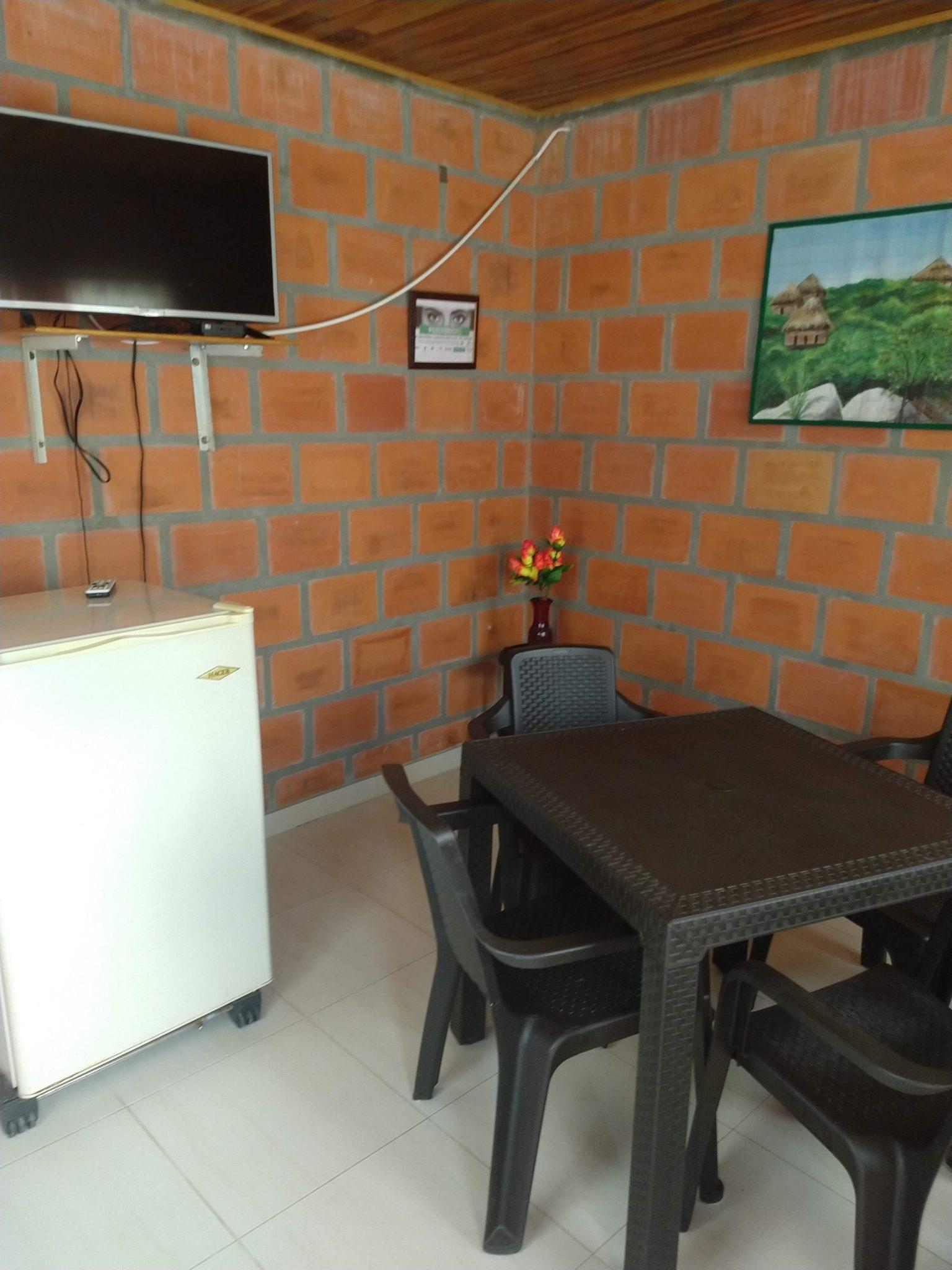 The entrance with TV and fridge at Cabanas el Descanso y Zamukia